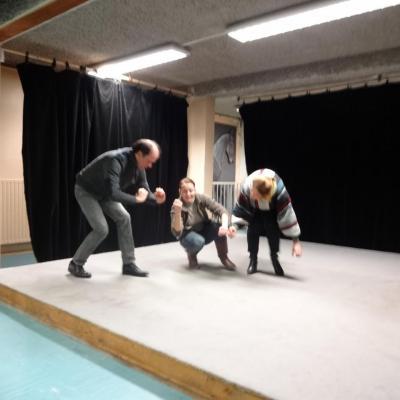 David, Isabelle et Marie-Claude au prise avec un bâton imaginaire